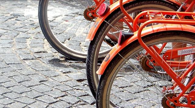 1024px-Bicicleta_naranja_3